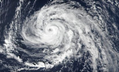 Hurricane Ophelia: Warnings as storm heads to UK